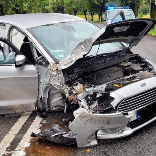 Wypadek pojazdu osobowego na ulicy Nowodworskiej w Legnicy